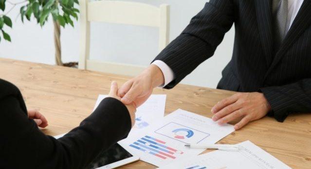 ビジネスマン 握手